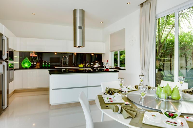 Centi une maison basse consommation contemporaine for Cuisine 8 metre carre