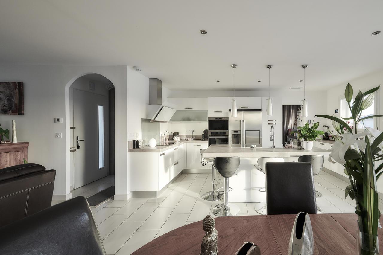 Une maison zen et saine pour un maximum de confort for Cuisine 8 metre carre