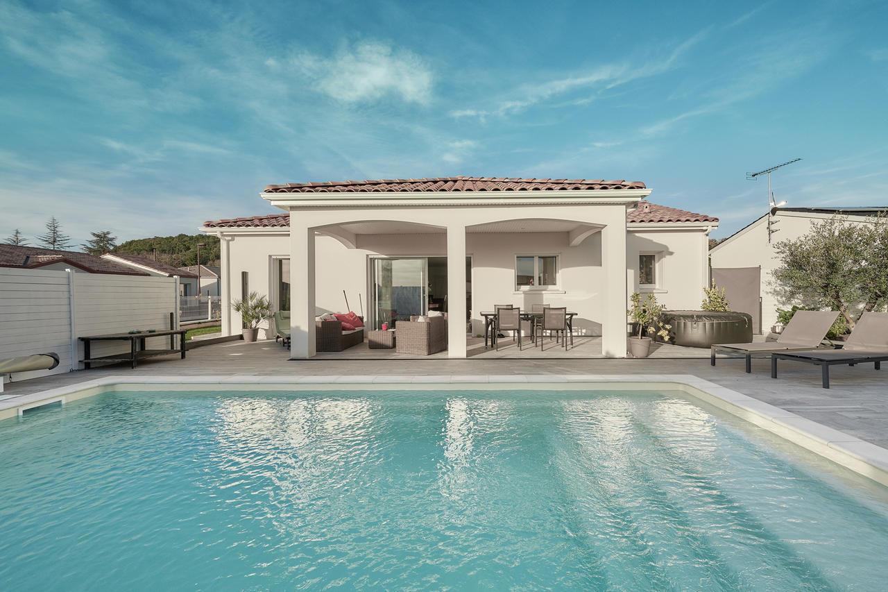Une maison zen et saine pour un maximum de confort for Constructeur piscine toulouse