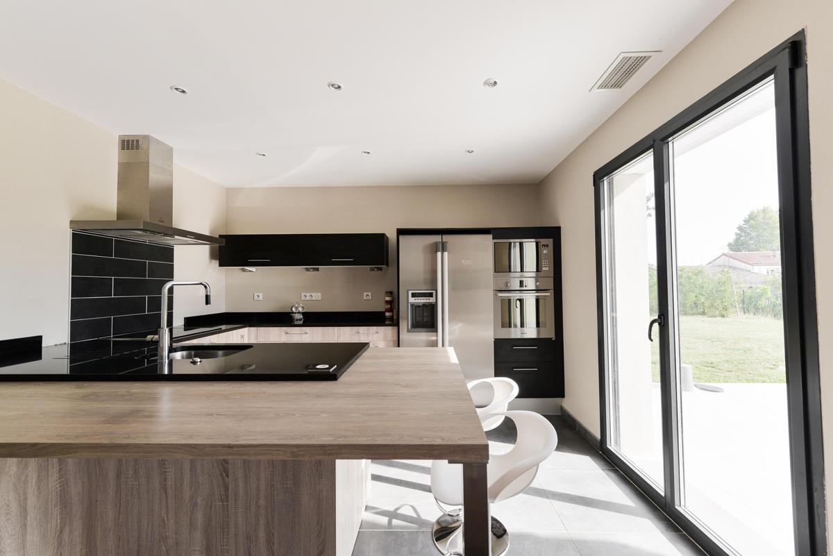 Construction d 39 une maison basse consommation de 150m2 aux for Cuisine 8 metre carre