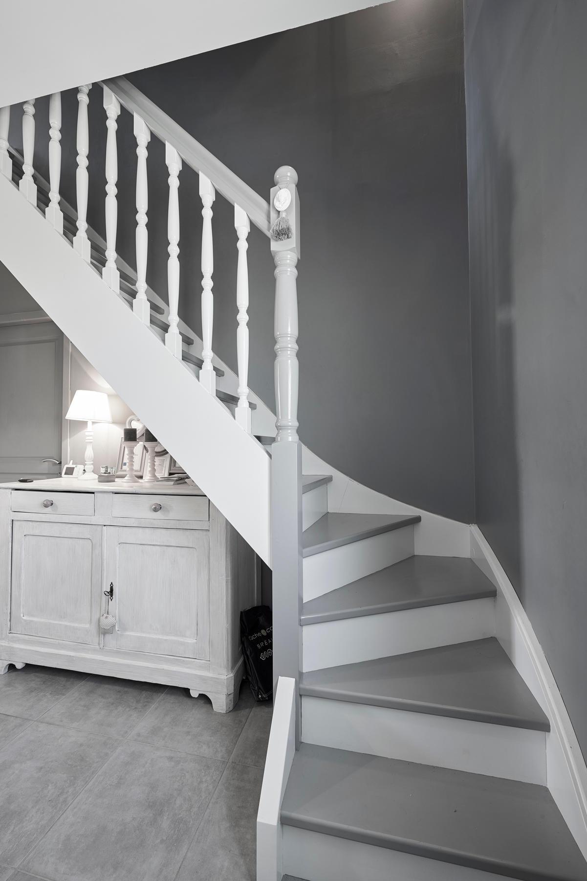 Escalier Dans Maison Ancienne escalier-gris-blanc-maisons-personnalisee-surmesure