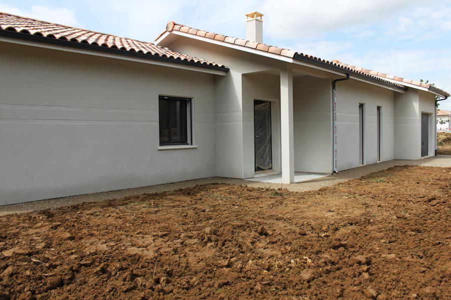 Projet de construction d 39 une belle villa contemporaine for Porche maison moderne