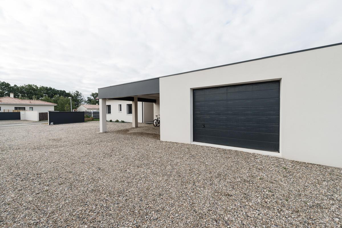 Une belle villa contemporaine spacieuse et lumineuse bon encontre projet - Garage toit plat beton ...