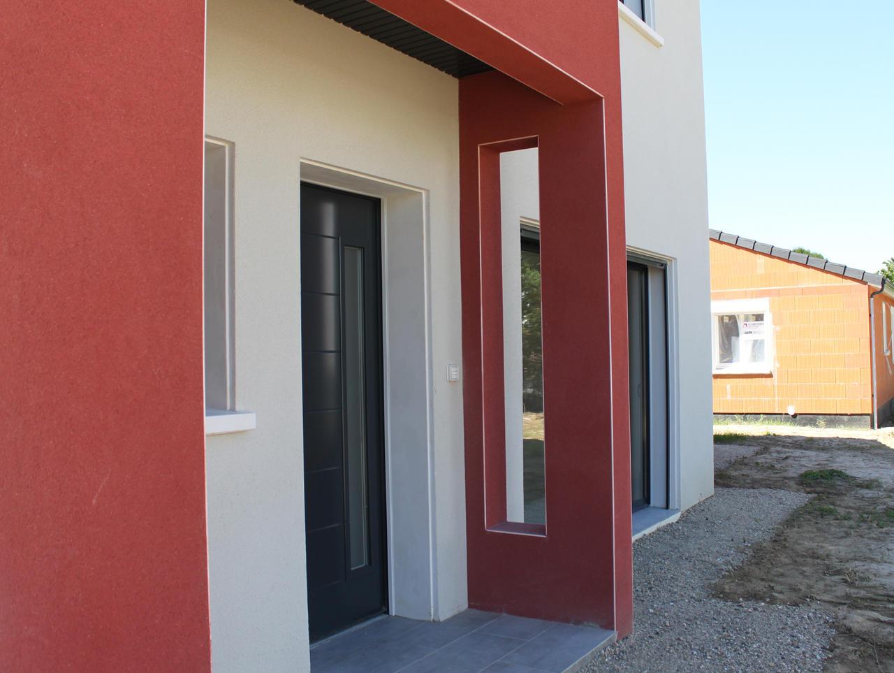 maison avec porche dentre maison moderne avec double garage accol linteaux cintrs portes. Black Bedroom Furniture Sets. Home Design Ideas