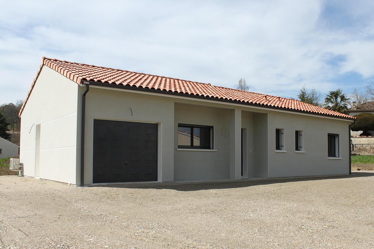 90m2 habitables saint caprais de lerm constructeur de for Prix metre carre construction maison
