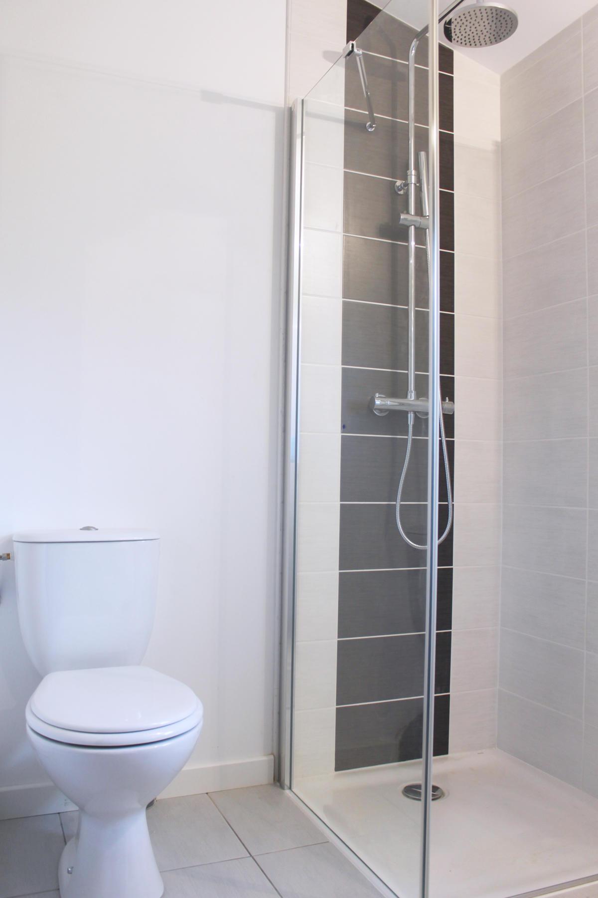 Projet d 39 extension de maisons une pi ce de loisirs for Combien de metre carre pour une salle de bain