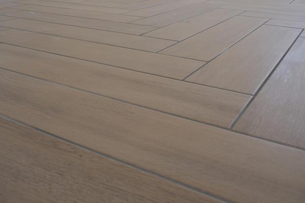 Pièce de vie carrelage imitation bois baton rompu - Constructeur de maisons Agen Bordeaux Toulouse