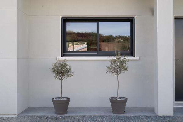 Construction porche rentrant et menuiseries anthracites - Constructeur Agen Bordeaux Toulouse