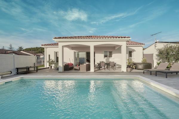 Maison constructeur - Porche couvert et piscine Mètre Carré constructeur Agen Bordeaux Toulouse