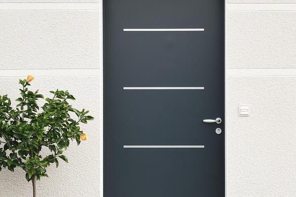 Porte entrée anthracite maison neuve