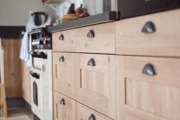 Cuisine bois et poignées coques - Maison neuve Constructeur Mètre Carré