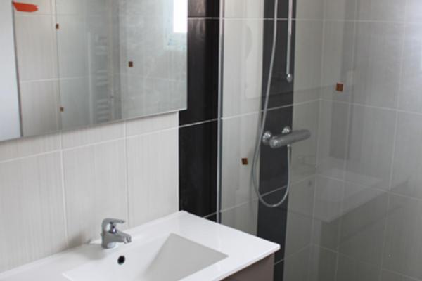 Constructions neuves Mètre Carré : finitions intérieurs douche italienne, hotte aspirante, parquet