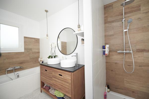 Salle de bain neuve - constructeur de maisons Mètre Carré Bordeaux