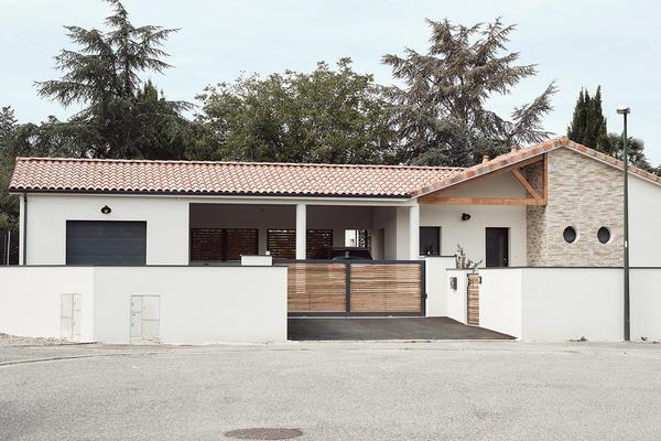 Maison contemporaine avec parement pierre - Maison neuve Constructeur Mètre Carré
