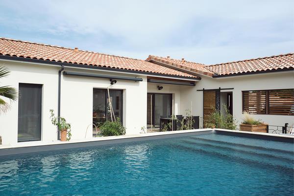 Maison neuve persiennes et piscine enterrée Constructeur de maisons Mètre Carré
