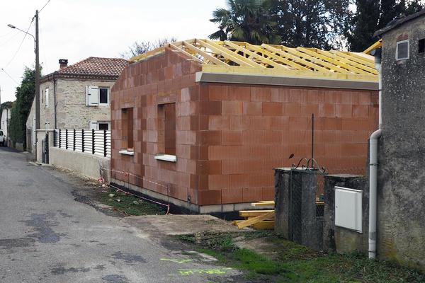 Chantier alignement façade constructeur de maisons Mètre Carré