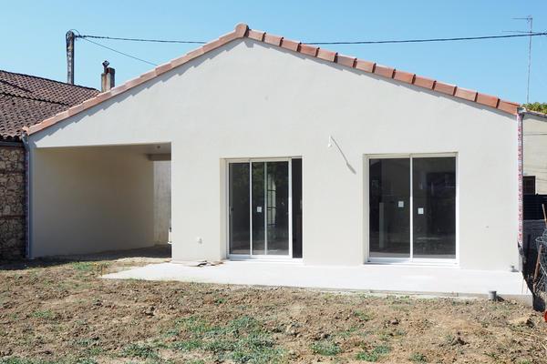 Façade extérieure maison avec abri voiture Constructeur de maisons Mètre Carré