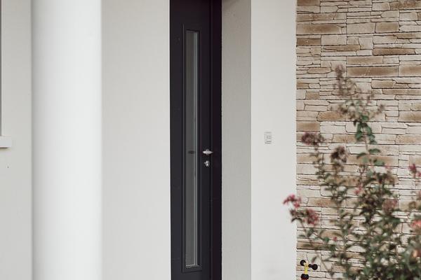 Porche d'entrée et parement pierre - Maison contemporaine avec parement pierre - Maison neuve Constructeur Mètre Carré