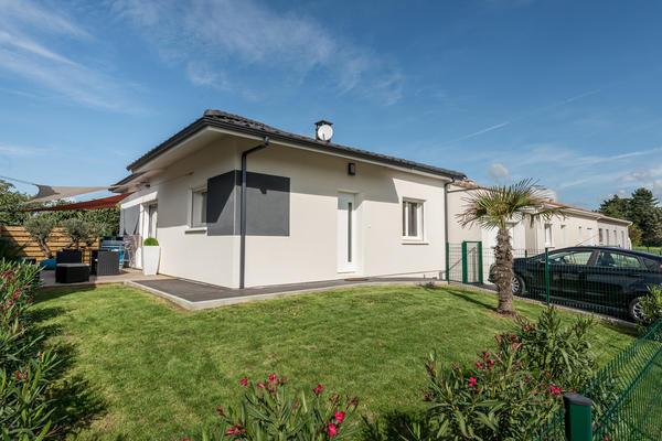 Pavillon RT2012 avec garage toit plat