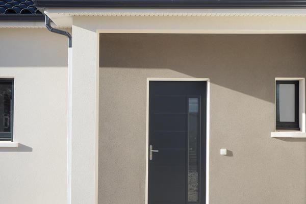 Porche couvert et enduit bicolore - Constructeur de maisons Agen Bordeaux Toulouse