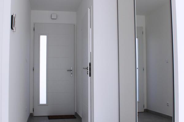 Entrée avec rangement intégré et WC - Construction Mètre Carré Agen Bordeaux et Toulouse