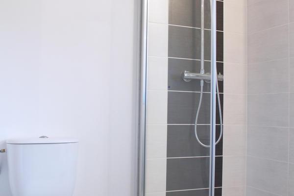 Une salle d'eau indépendante : projet d'extension Mètre Carré - Constructeur Agen Bordeaux et Toulouse